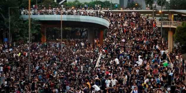 Grã-Bretanha pede que direitos de manifestantes de Hong Kong sejam