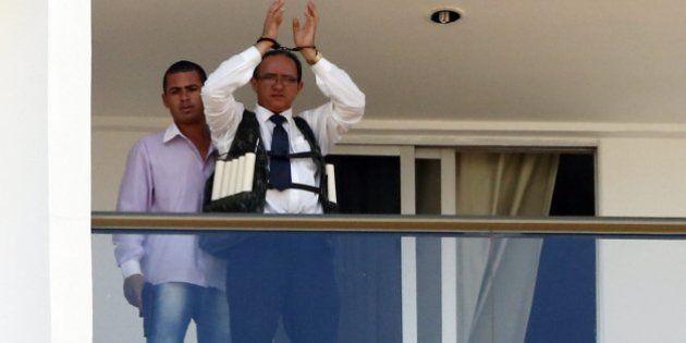 Sequestrador utiliza arma falsa para prender refém em