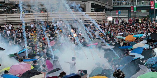 Manifestantes em Hong Kong mantém ocupação nas ruas; na véspera de feriado nacional, governo pede que...