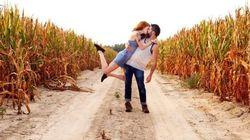 FOTOS: Casal de fotógrafos repete o mesmo beijo em viagem pelo