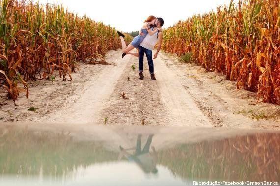Casal de fotógrafos faz ensaio romântico registrando beijo espontâneo ao redor do mundo e fãs copiam...