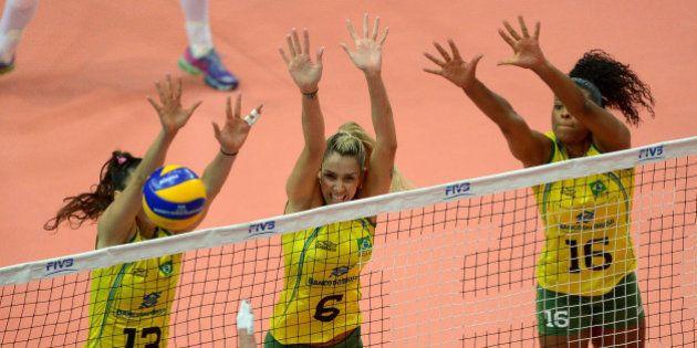 Brasil tem trabalho, mas vence a sexta partida no Mundial de