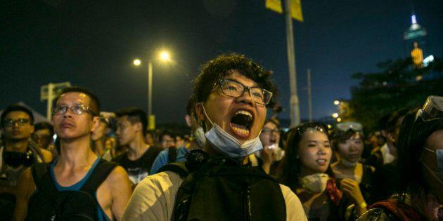 Líder de Hong Kong, Leung Chun-ying, diz que não vai renunciar e adverte