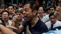 Revolução do guarda-chuva: manifestantes pró-democracia entram em confronto com simpatizantes do