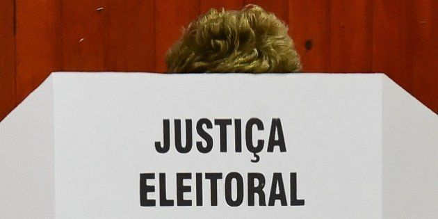 Dilma Rousseff vota na zona sul de Porto Alegre (RS):
