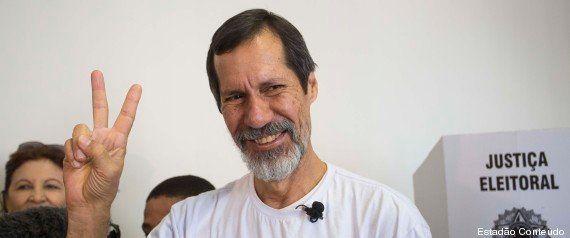 Eleições 2014: de bicicleta, Eduardo Jorge vota na Vila Mariana, em São
