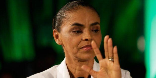 Indecisa, Marina Silva aguarda resposta de Aécio Neves sobre programa de
