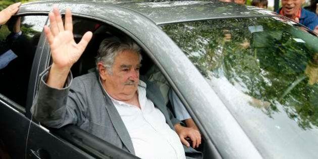 Presidente do Uruguai, Jose Mujica, recebe 42 refugiados