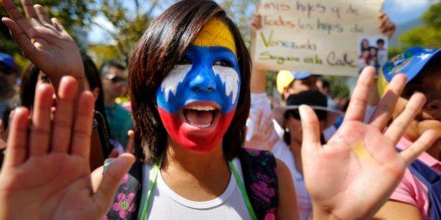 Venezuela: procurado pela polícia, líder da oposição deixa mensagem para manifestantes no