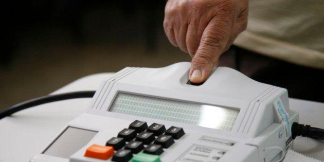 Eleições 2014 - Votação no primeiro turno das eleições no Colégio Dom Orione, no Lago Sul, em...