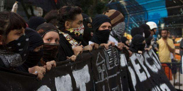 Projeto do governo prevê dez anos de cadeia para mascarados em atos