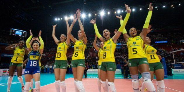 Brasil bate dominicanas e vai invicto à semi no