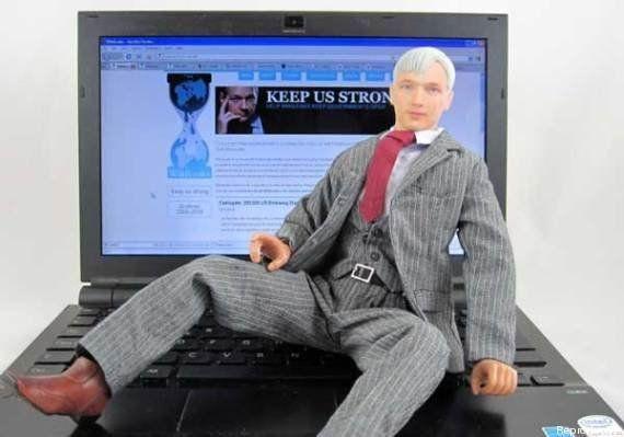 Snowden agora vira boneco de 236
