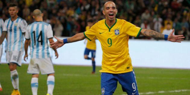 Diego Tardelli faz 2 e Brasil bate Argentina para levar o Superclássico das