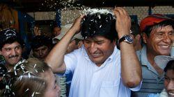Mesmo sem o resultado oficial, Evo Morales comemora