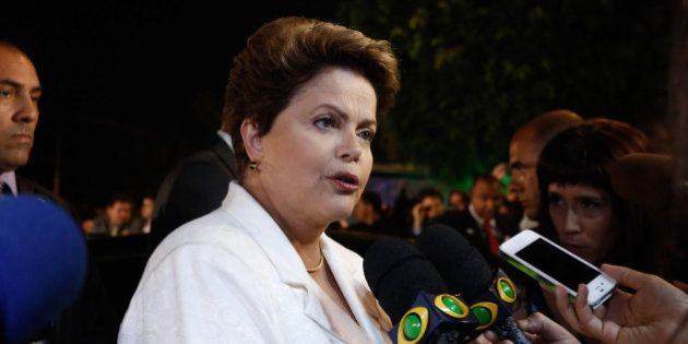 Militantes do PSDB xingam Dilma Rousseff de 'vaca' antes do início do