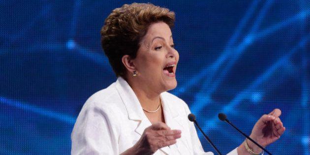 'Isso é lenda, fábula', ironiza Dilma sobre referência de Aécio a FHC como o verdadeiro pai do Bolsa