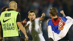 Sérvios culpam albaneses por briga em jogo suspenso em