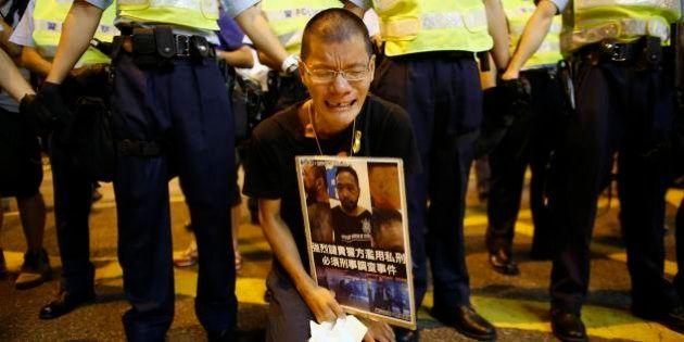 Tensão aumenta em Hong Kong após manifestante ser espancado por policiais