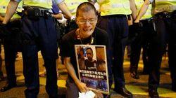 ASSISTA: Polícia de Hong Kong espanca manifestante