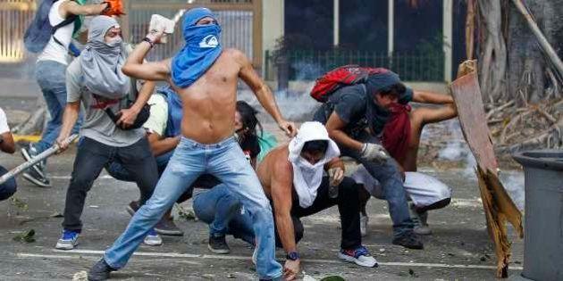 Manifestações violentas deixam mortos na