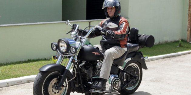 Jefferson anda de moto em 'momentos finais de