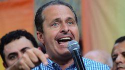 Campos lança sucessor e critica política