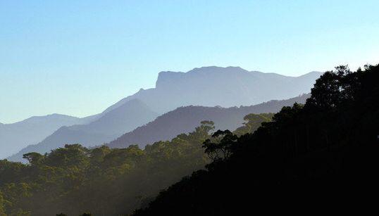 FOTOS: A Rio-Santos, sem trânsito, é
