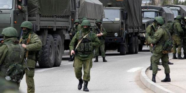 Ucrânia cita movimento de tropas russas enquanto Crimeia escapa do seu