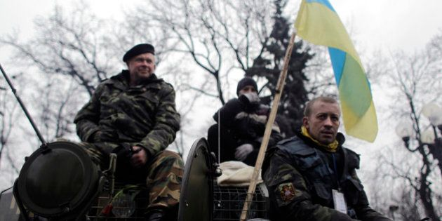Exército da Ucrânia é colocado em estado de alerta após Rússia aprovar uso de tropas