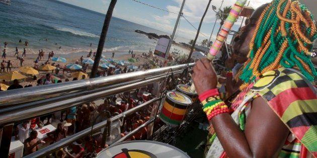 Olodum abre desfiles no Circuito Barra-Ondina no domingo em Salvador e esbanja