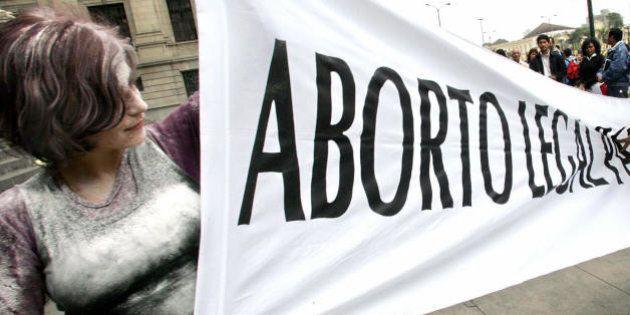 LIMA, PERU: Una mujer contraria a la legalizacion del aborto (D) trata de impedir que activistas, a favor...
