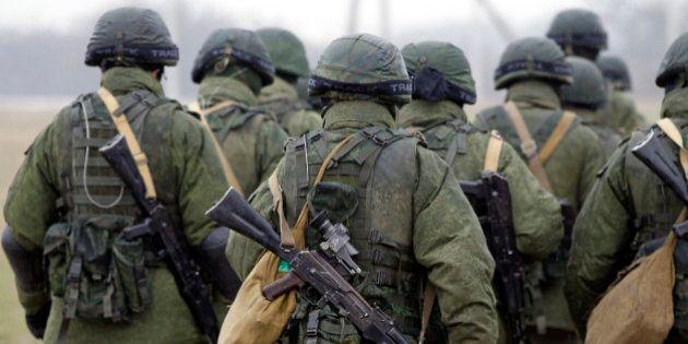 Tropas russas se tornam agressivas, e tensões aumentam na