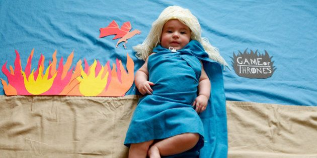 Fotógrafa veste Bebê como personagem de séries de TV