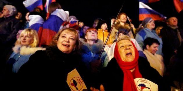 Maioria na Crimeia vota a favor de anexação à