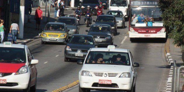Usuários dividem opiniões quanto à limitação da circulação de táxi nos corredores de ônibus de São