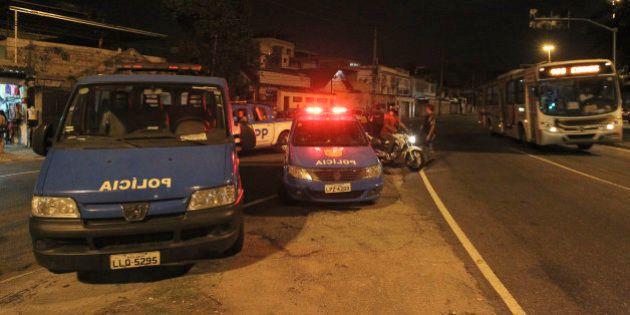 RJ: operação em Manguinhos tem PM baleado e noite de confronto com