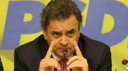 Aécio sobe tom contra Dilma e fala em