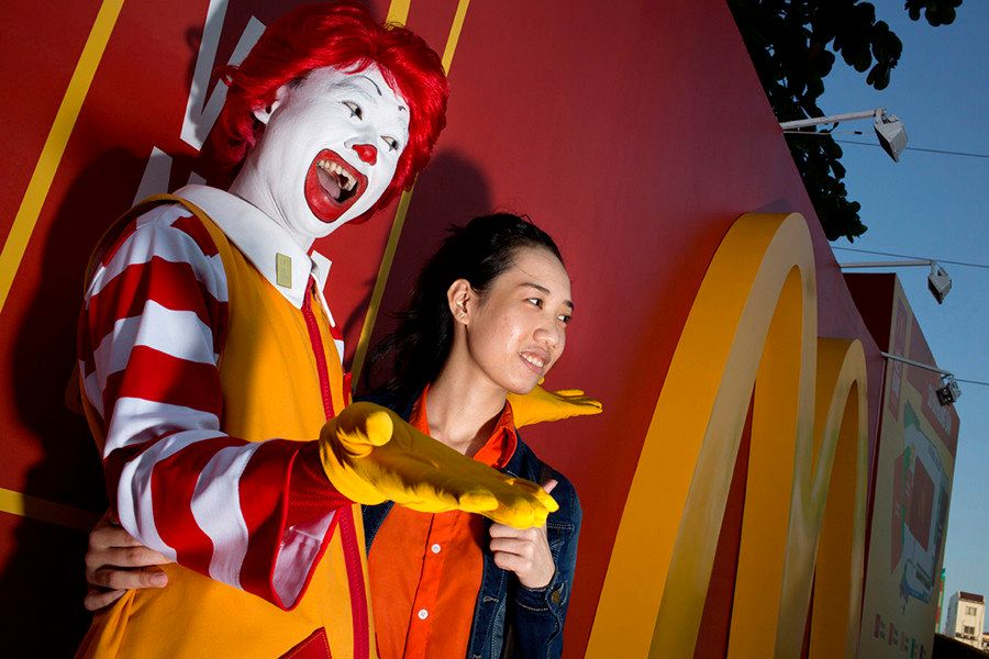 Fotógrafo registra a inauguração do primeiro restaurante do McDonald's no Vietnã