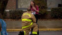 ASSISTA: bombeiro pede namorada em casamento durante treinamento de