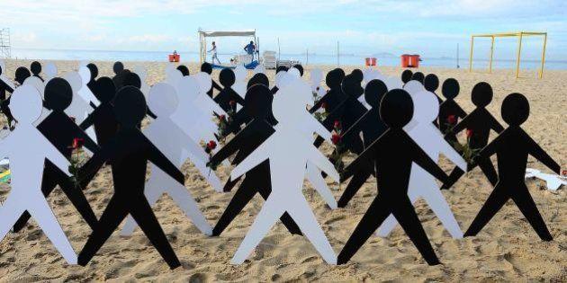 Copacabana amanhece com protesto contra o racismo no