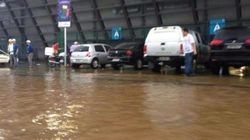 Arena Pantanal... literalmente! Entorno é alagado antes da partida de estreia