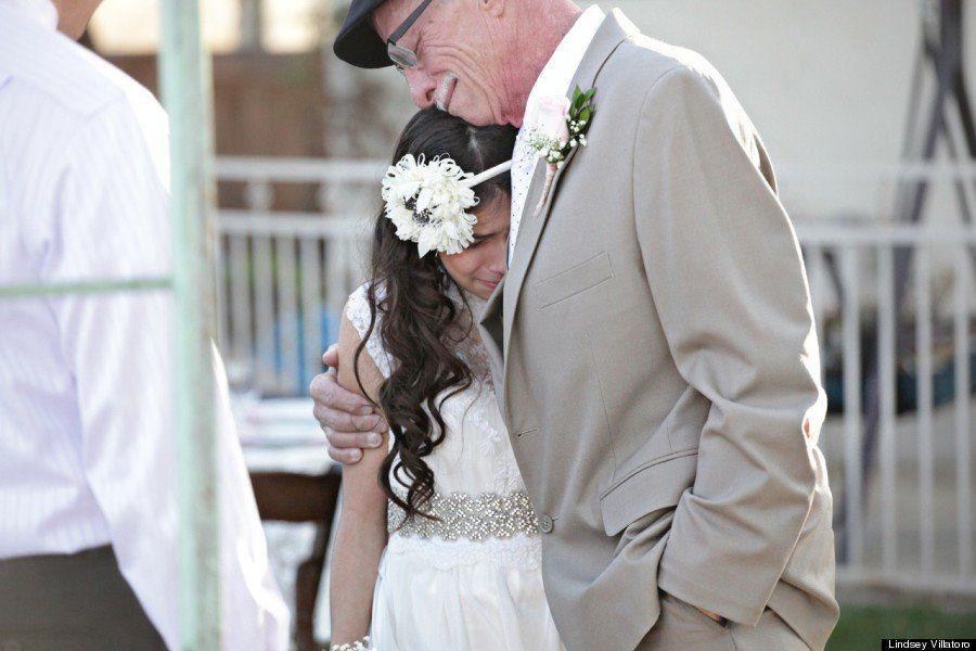 Menina de 11 anos simula casamento e realiza o sonho de ser levada ao altar pelo pai com câncer terminal