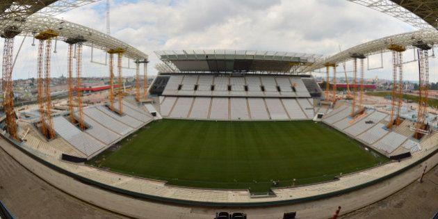 Arena Corinthians: atrasada, interditada e sem segurança, mas confirmada na