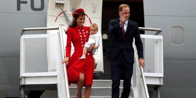 Bebê real faz estreia na vida pública em viagem a Nova Zelândia e