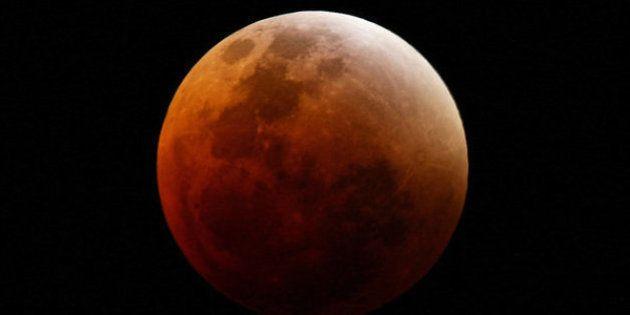 Eclipse total da lua acontece na madrugada desta terça e fica visível para todas as