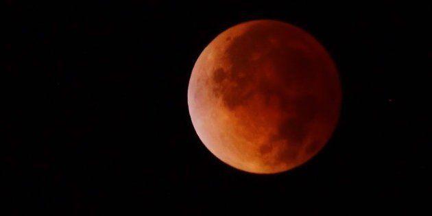 Eclipse lunar: brasileiros veem sumiço do satélite e