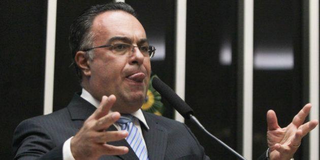 Líderes do PT defendem que André Vargas renuncie ao mandato, mas deputado