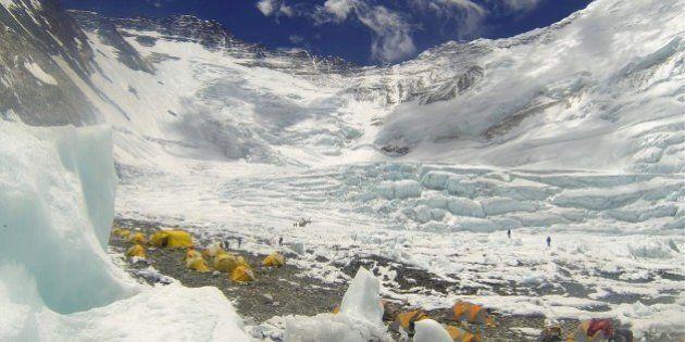 Avalanche no Monte Everest mata pelo menos 12 pessoas na pior tragédia da