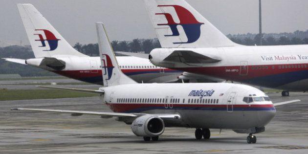 Malaysia Airlines: com avião ainda desaparecido, nova aeronave faz pouso de